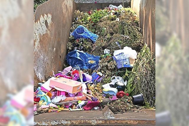 Müll landet im Grünschnittcontainer