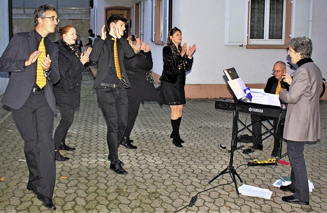Josephine Cook-Müller sang mit ihren C...estivals der Generationen in Breisach.  | Foto: Laetitia Barnick