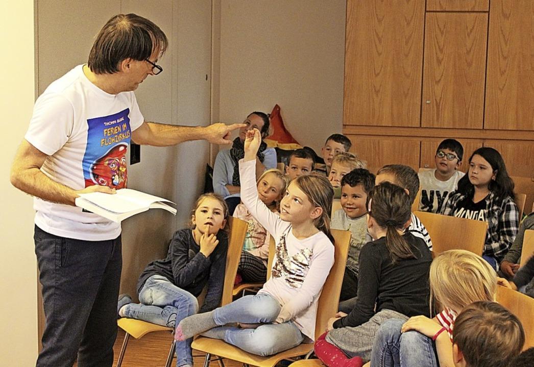 Thommi Baake nahm die Kinder mit in die Fantasiewelt seiner Bücher.    Foto: Annika Sindlinger