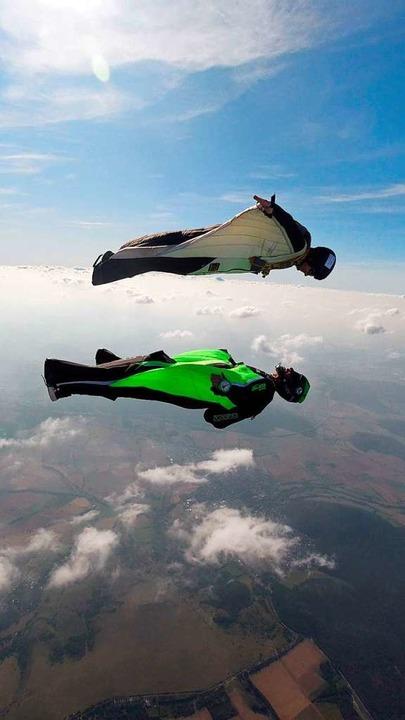 Der Wingsuit trägt die menschlichen Vögel.  | Foto: Privat