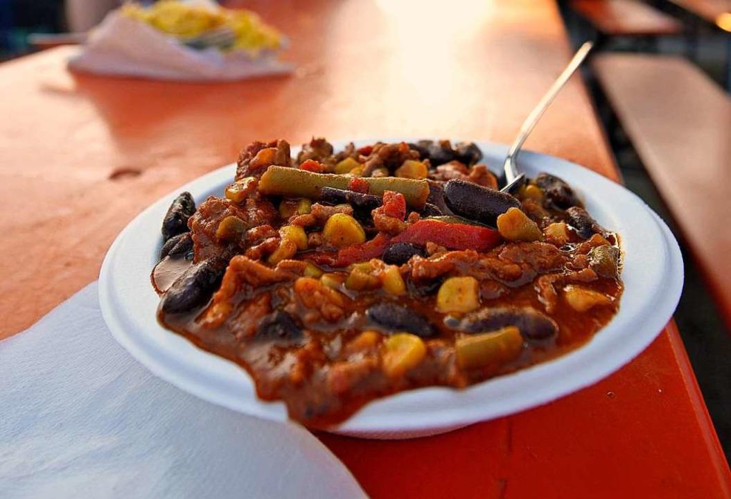 Nicht auf allen Festen gibt's Speisen auf abwaschbaren Tellern.  | Foto: Michael Bamberger