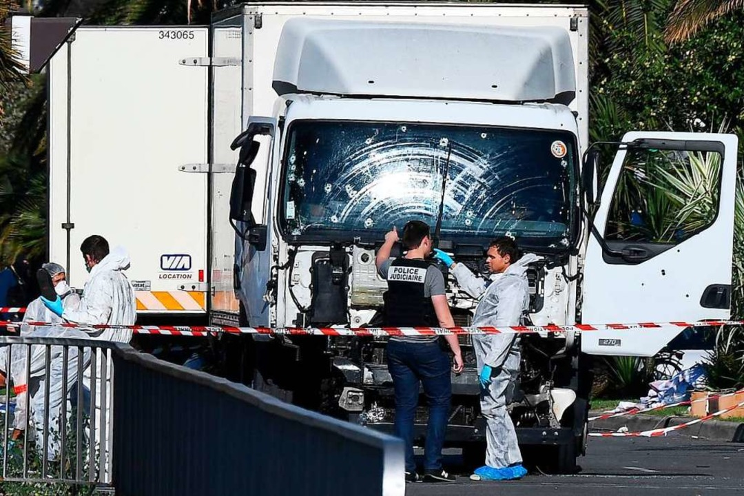 Den Terroranschlag von Nizza im Juli 2...Gutjahr aus seinem Hotelzimmer heraus.  | Foto: ANNE-CHRISTINE POUJOULAT