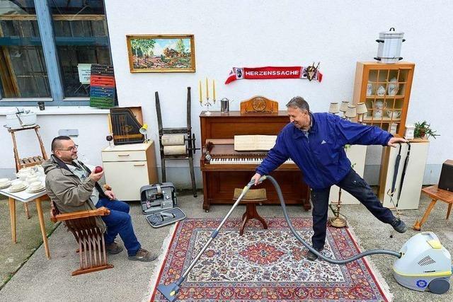Die Stadtmission Freiburg verkauft drei Mal pro Woche Secondhand-Möbel