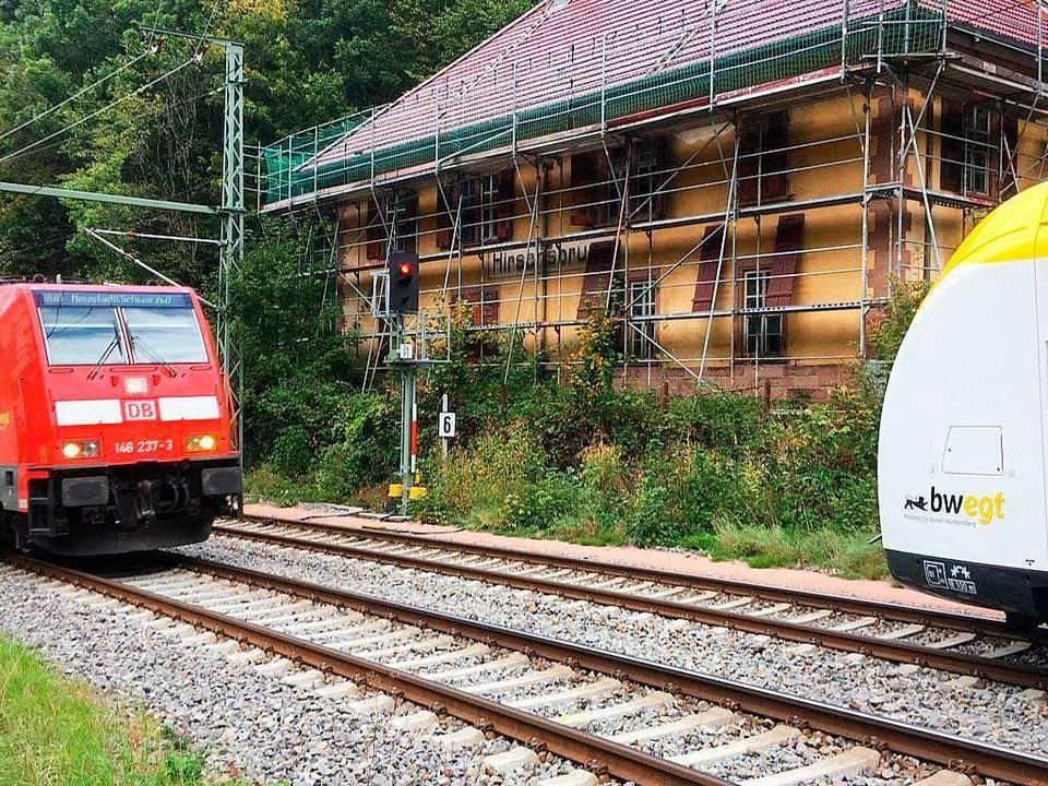 Zumindest an einem Gebäude des frühere...ung wird seit einiger Zeit gearbeitet.  | Foto: Michael Dörfler