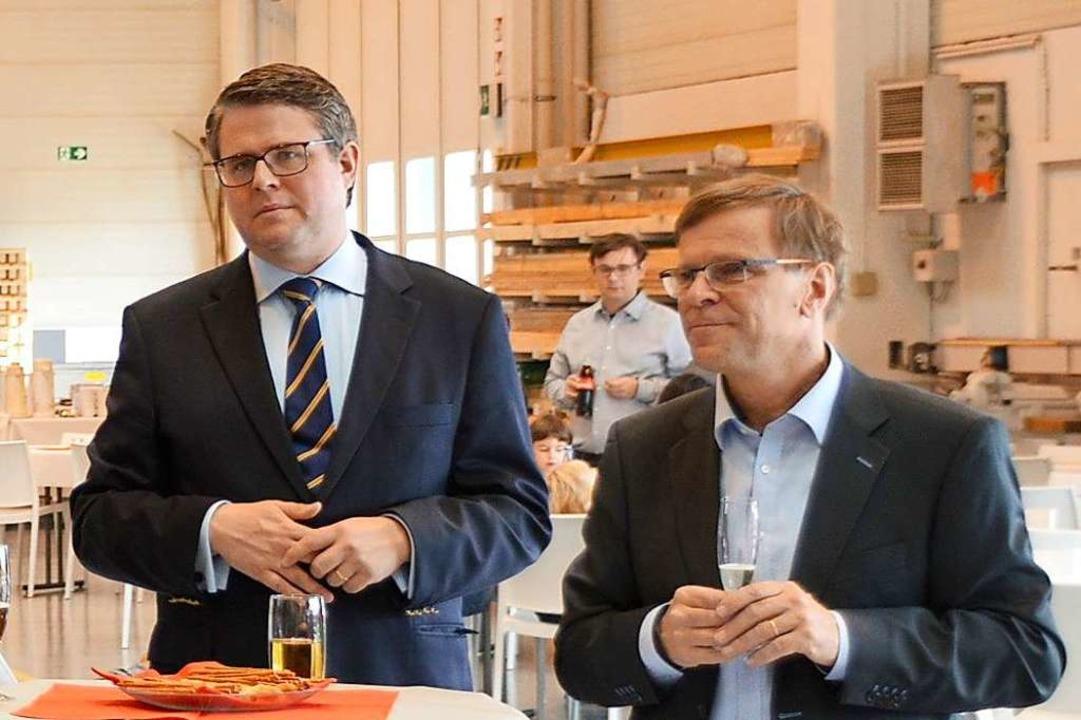 Bürgermeister Tobias Benz (links) und ...biläumsfest 30 Jahre Standort Fallberg  | Foto: Horatio Gollin