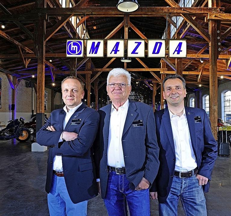 Walter Frey (Mitte) mit seinen Söhnen Markus (links) und Joachim.  | Foto: Mazda Werksfotos