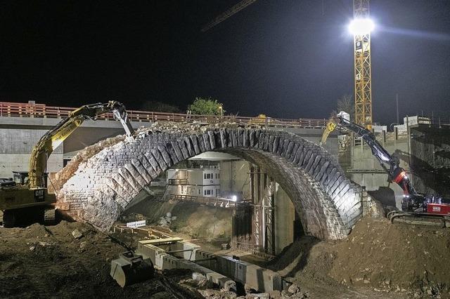 Die 163 Jahre alte Bogensteinbrücke von Albbruck ist Geschichte