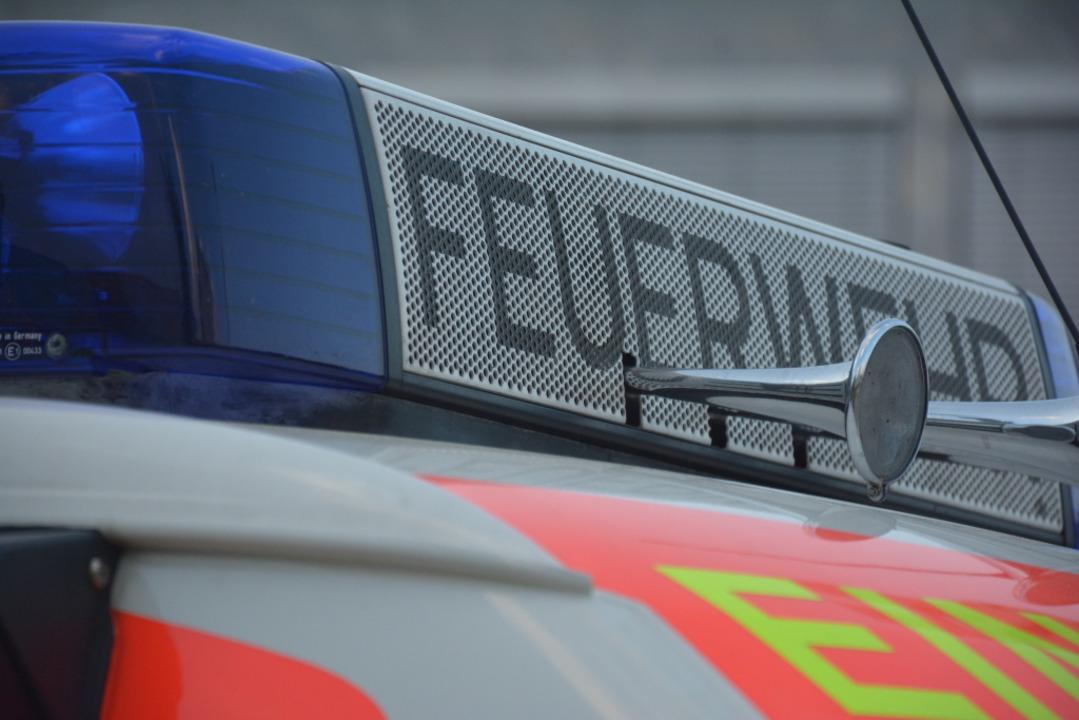 Drei Mal innerhalb von vier Tagen muss...Brandstiftung an Fahrzeugen ausrücken.  | Foto: Hannes Lauber
