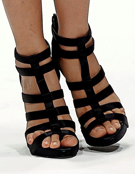 Die Schuhe kann man nicht nur anschauen, sondern auch tragen.  | Foto: Stephen Morrison