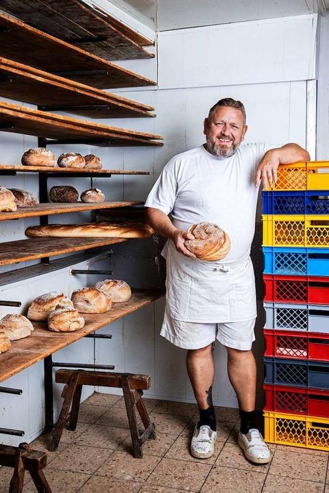 """Brot zu backen ist eine sinnvol...ch das"", sagt Gottfried Müller.   | Foto: Joss Andres"