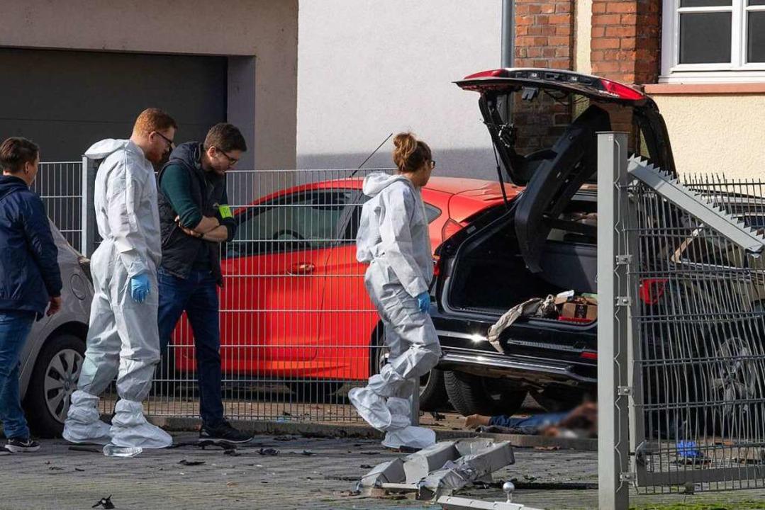 Spurensicherung nach der Bluttat in Limburg  | Foto: Boris Roessler (dpa)
