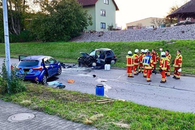 Drei Verletzte bei schwerem Unfall auf der Säckinger Jurastraße