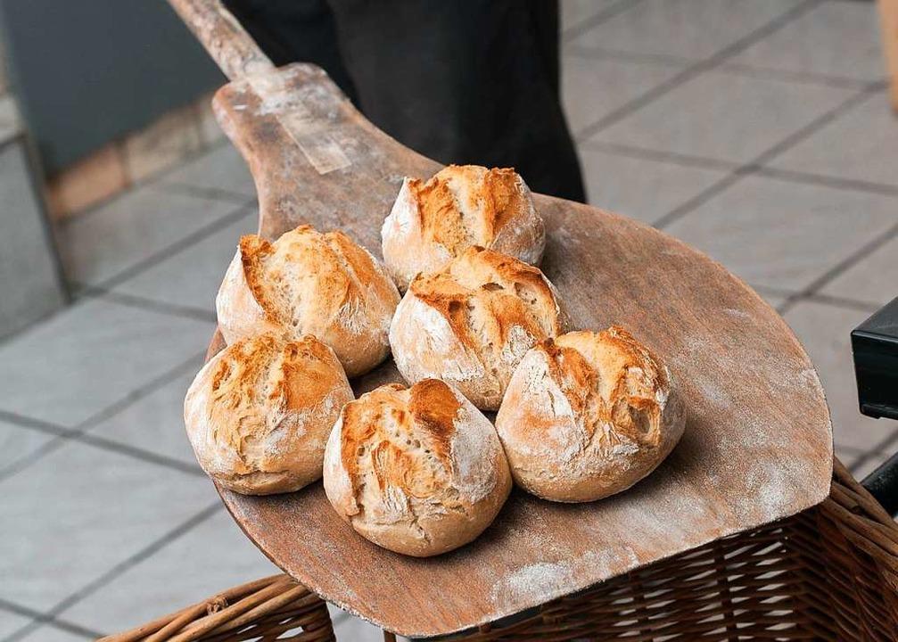 Ofenfrische Krusties aus dem Holzofen gibt es freitags.  | Foto: BIRGIT-CATHRIN DUVAL
