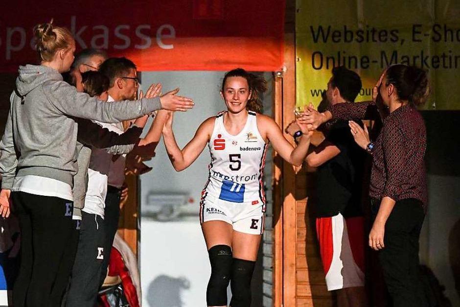 Präsentation vor dem Spiel – hier Viktoria Wieczorek (Foto: Patrick Seeger)