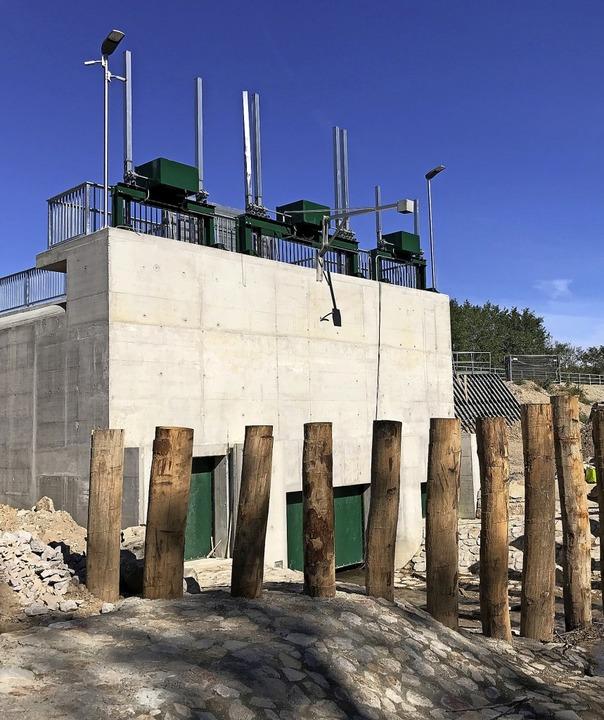 Das Durchlassbauwerk des runderneuerte...ückhaltebeckens Dietenbach bei Umkirch  | Foto: Julius Wilhelm Steckmeister