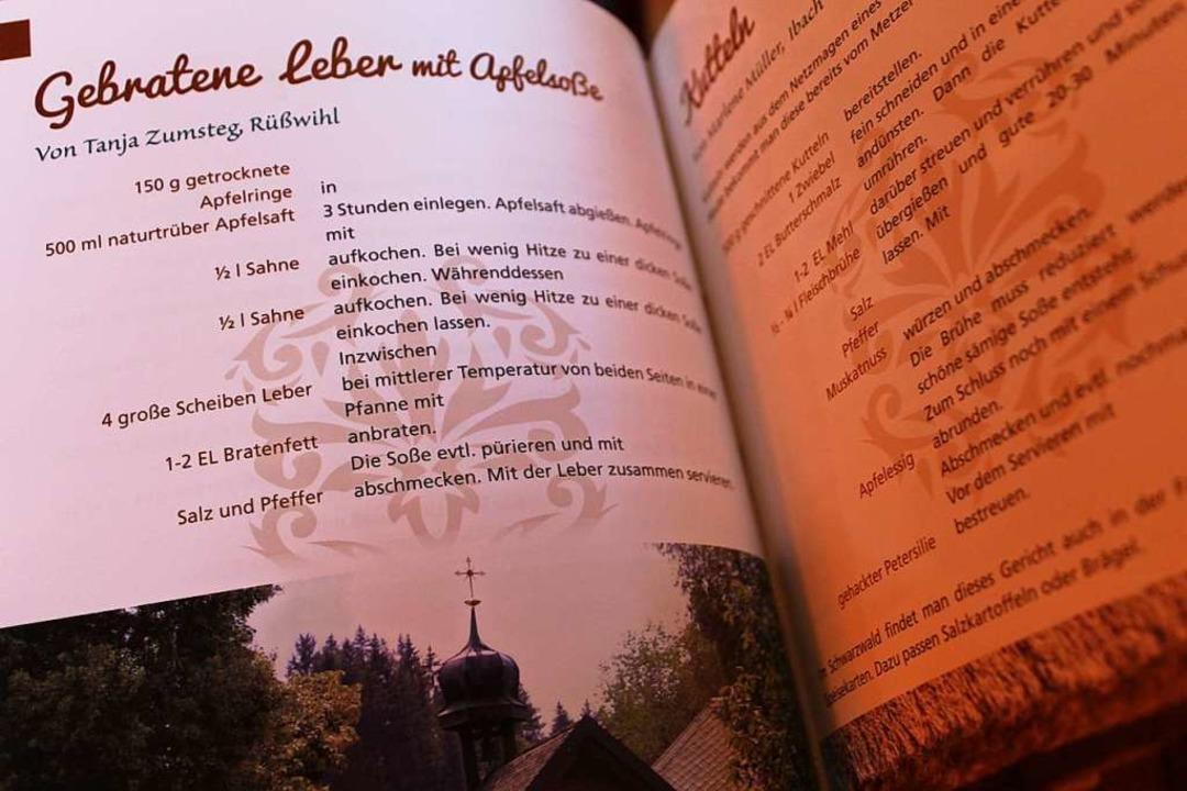 Das Kochbuch der Landfrauen wird gerne gekauft.  | Foto: Cornelia Liebwein