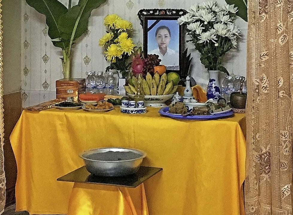 Ein Altar mit einem Foto der erfrorene...Thi Tra My in ihrem Zuhause in Vietnam  | Foto: STR (AFP)