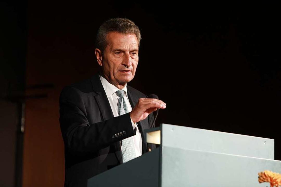 Festredner zum Abschied: EU-Kommissar Günther Oettinger.  | Foto: Christoph Breithaupt