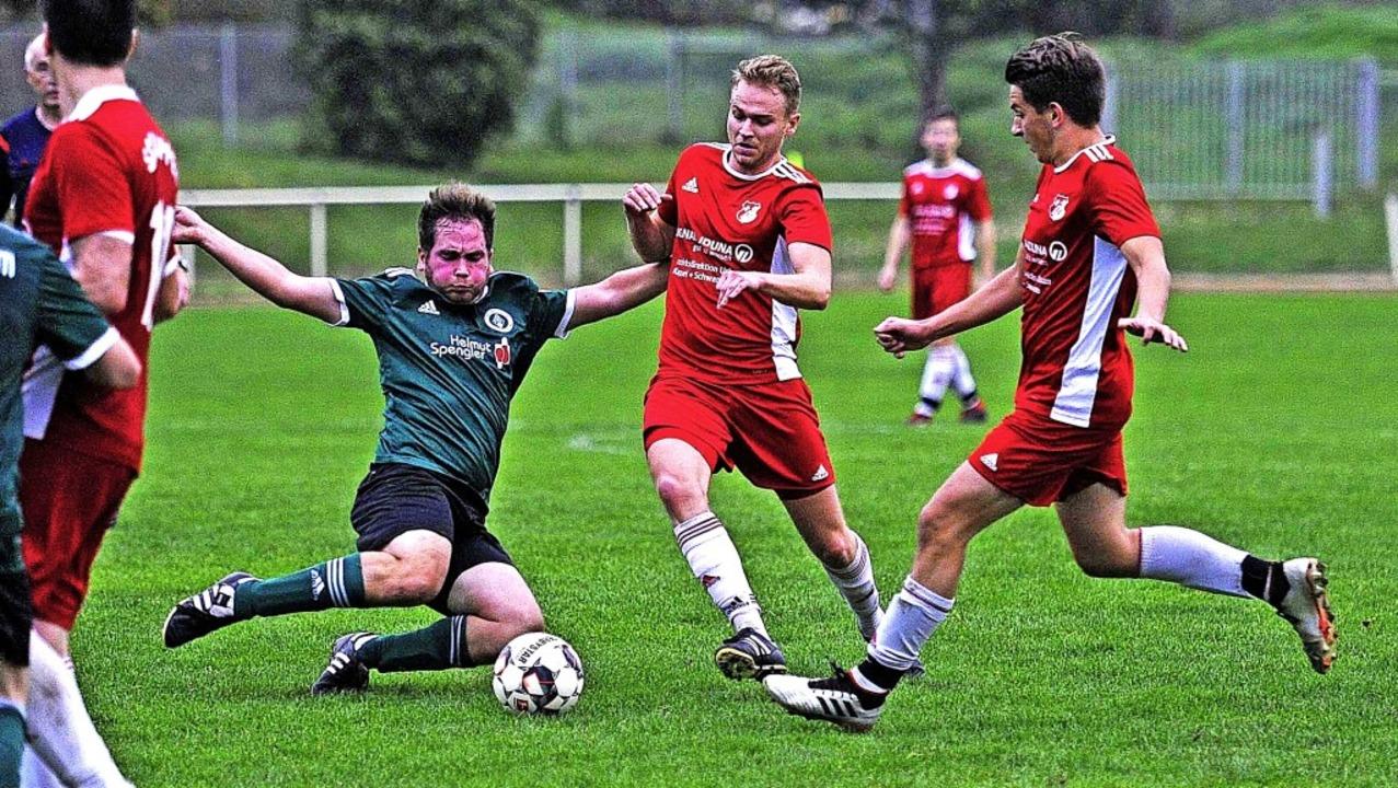 Keine Chance hatten Christian Bühler (... mit Lukas Saiger und Bastian Bodnik.   | Foto: Pressebüro Schaller