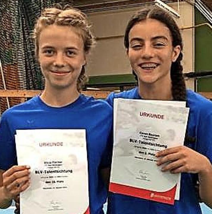 Die beiden Leichtathletinnen Alicia Fi...zeigten in Mannheim Spitzenleistungen.  | Foto: Privat