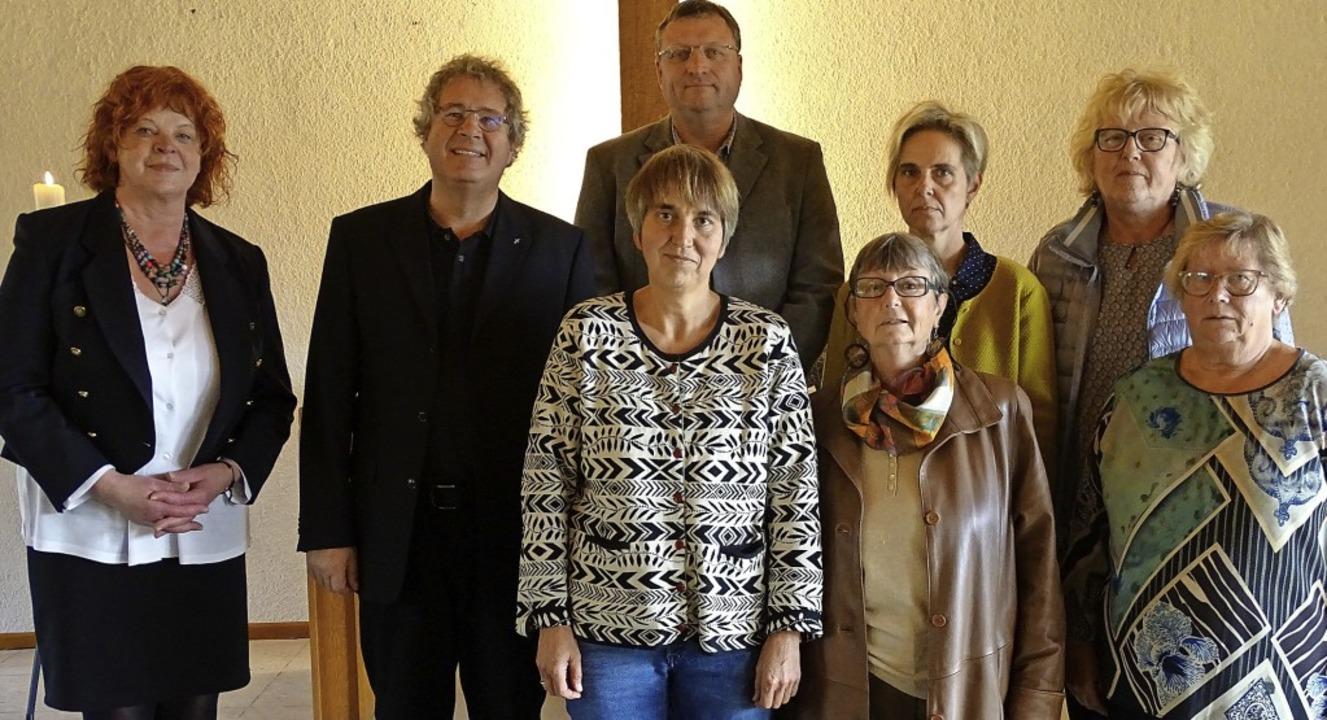 Pfarrer Martin Rathgeber (Zweiter von ... Renate Hundertmark und  Ilona Grüber   | Foto: Susanne Schleinzer-Bilal