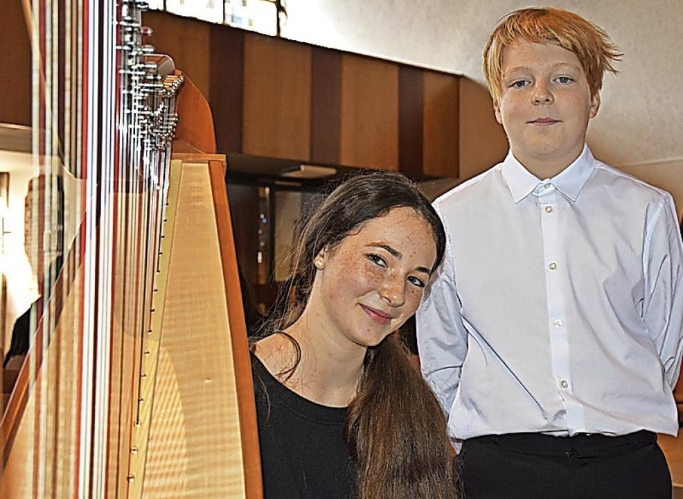 Als Solisten wirkten Mila Faller (Harfe) und Victor Holtmeier (Gesang) mit.  | Foto: Thomas Biniossek