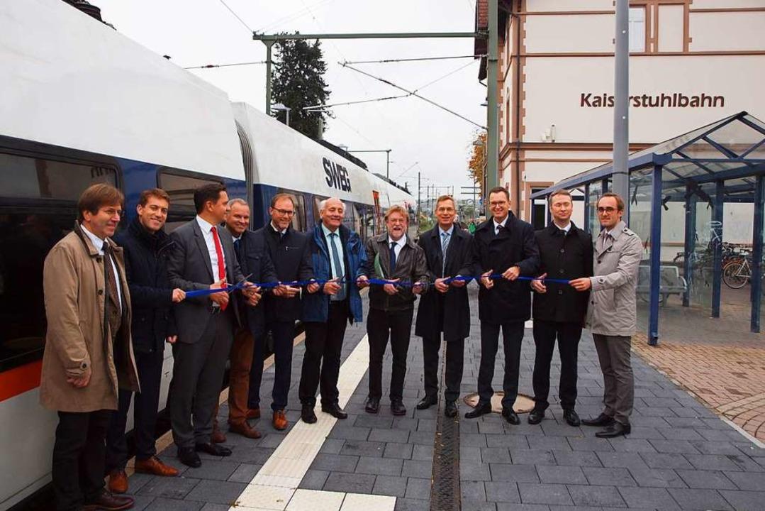Zahlreiche Ehrengäste eröffneten die elektrifizierte Kaiserstuhlbahn.  | Foto: Michael Haberer