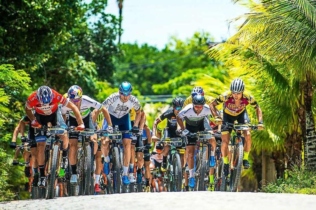 Julian Schelb (ganz rechts) war in der...sten Fahrer im starken Teilnehmerfeld.  | Foto: Josue Fernandez/ Brasil Ride