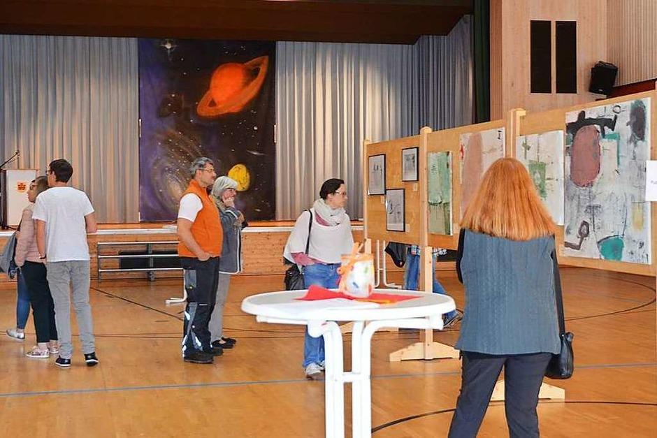 Von der Vielfalt der Motive und der hohen Qualität der Arbeiten ließen sich die Besucher der Gemäldeausstellung beeindrucken. (Foto: Christiane Sahli)