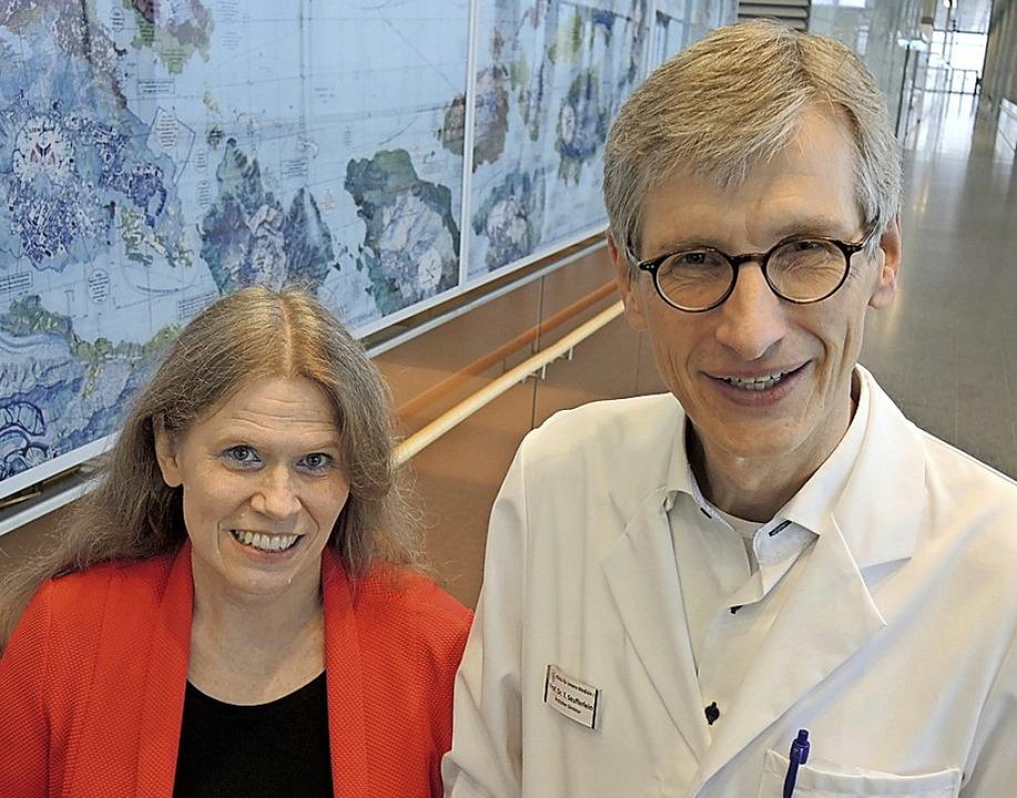 Claudia Friesen und Thomas Seufferlein...rkung von Methadon bei Krebspatienten.  | Foto: Thomas Burmeister (dpa)