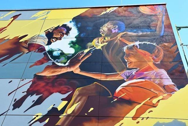 Die neu sanierte Rosenfelshalle in Lörrach ist nun ein Streetart-Kunstwerk