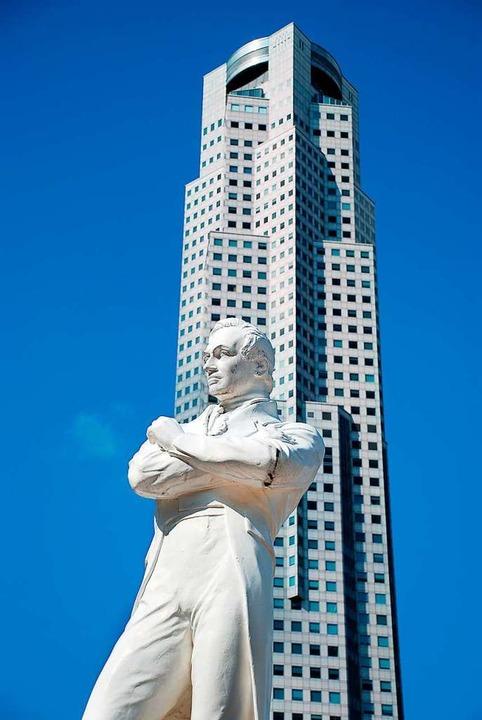 Das Denkmal des Singapur-Gründers Stamford Raffles.   | Foto: Bernd Kramer