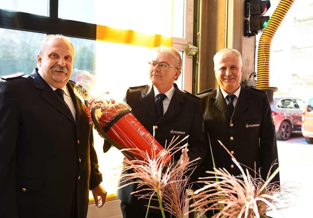 Stadtbrandmeister Reiner Ullmann, sein...t der Freiburger Feuerwehr (von links)    Foto: Rita Eggstein