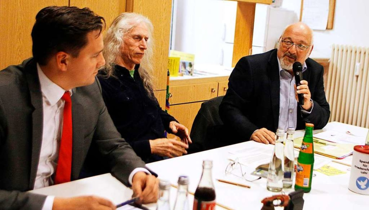 Jürgen Grässlin (rechts) und Johannes ... Lahrer  Friedensforum moderiert wurde  | Foto: Heidi Fößel