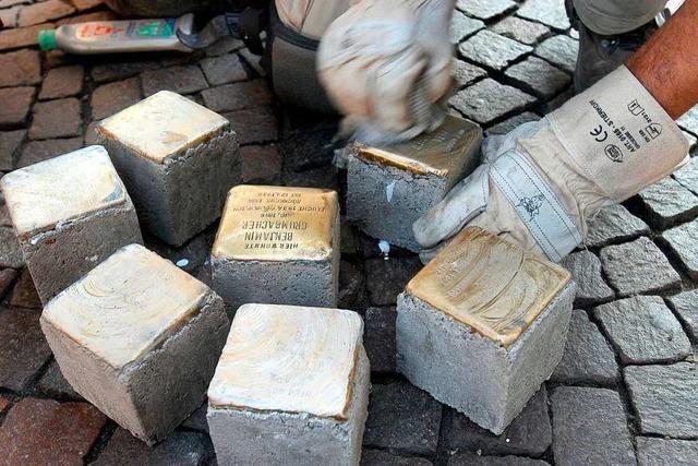 Damit das Unrecht sichtbar bleibt: In Freiburg werden 23 neue Stolpersteine verlegt