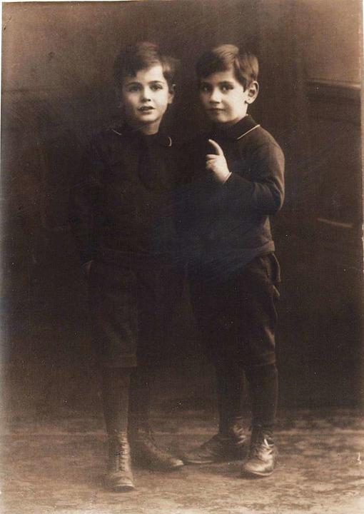 Benjamin (Iinks) und David Daube, circa 1918  | Foto: privat
