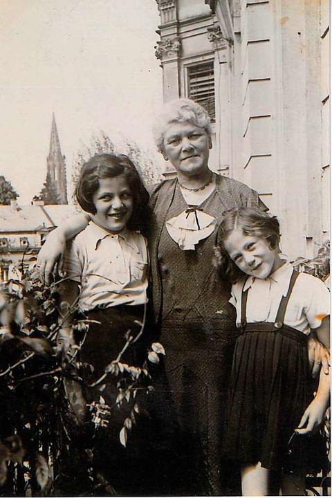 Flora Metzger-Waelder 1939 mit den Enkelinnen Doris (Iinks) und Inge  | Foto: privat