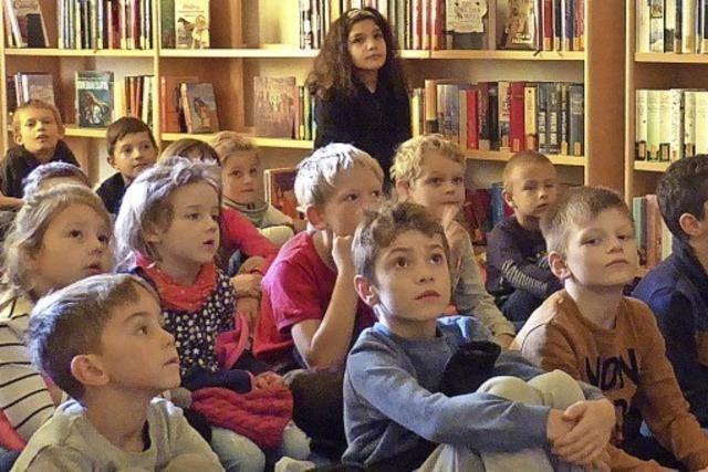 Bilderbuchkino fesselt die Aufmerksamkeit der Grundschüler