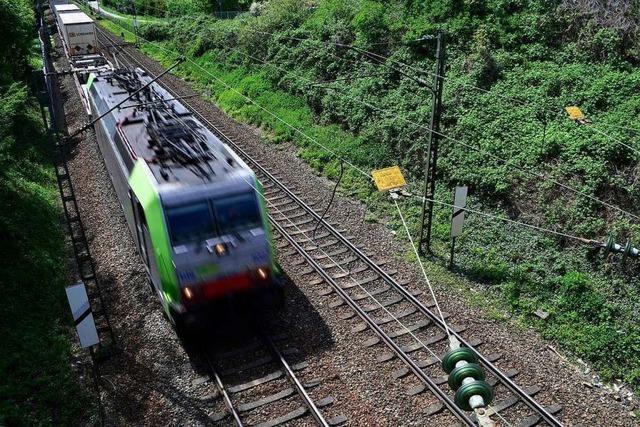 Güterzüge fahren über den Hauptbahnhof