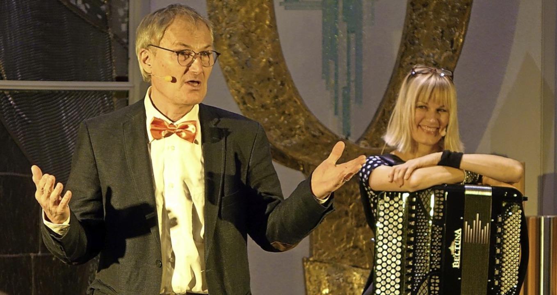 Schauspieler Peter Schell und  Sängeri...ltungsreihe im Bestattungshaus Frank.   | Foto: Roswitha Frey