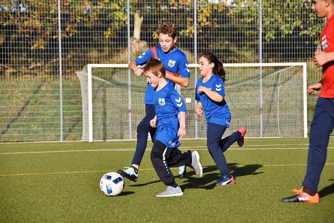 Jungen und Mädchen beim  Training der Inklusionsgruppe in Heitersheim  | Foto: Jannik Jürgens