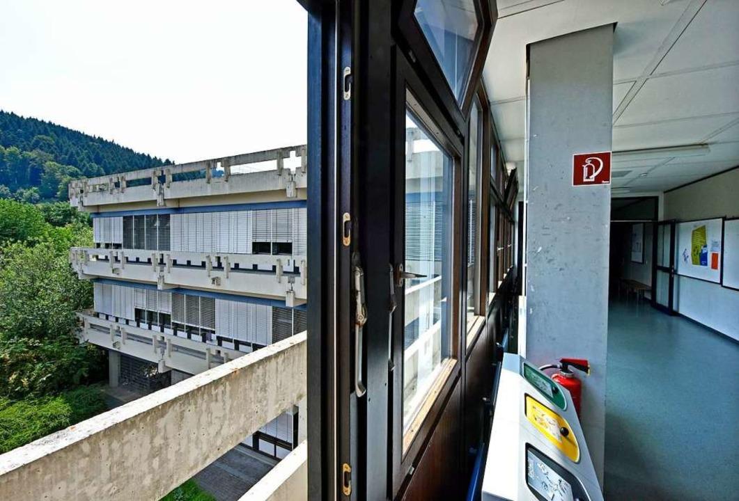 Das Kollegiengebäude IV der Pädagogisc...in Littenweiler ist  mit PCB belastet.  | Foto: Michael Bamberger