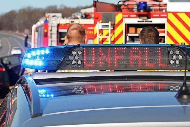 Zwei mal Totalschaden auf der B 34 bei Klettgau
