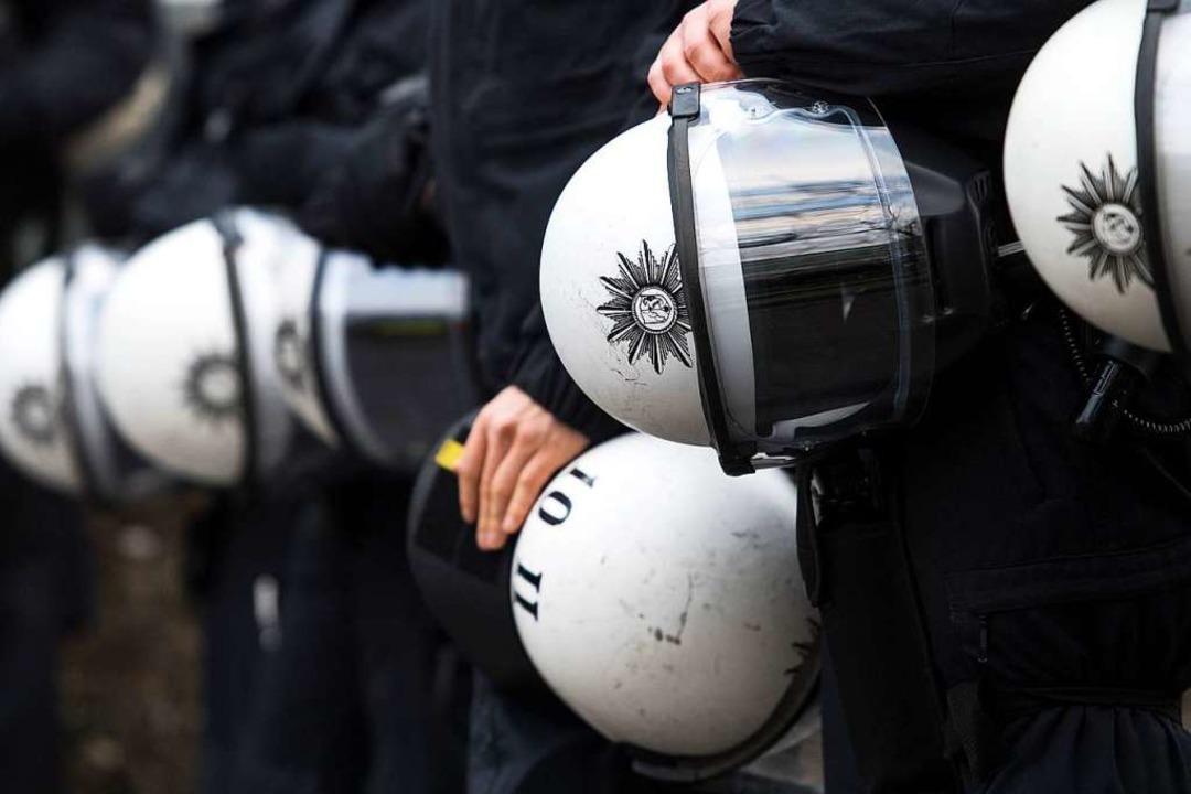 Die Polizei war im Stadion im Einsatz. (Symbolbild)  | Foto: Marius Becker (dpa)