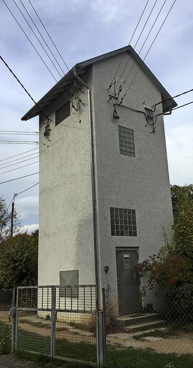 Die Turmstation hinterm Kindergarten w... die Stromkabel kommen unter die Erde.  | Foto: Mario Schöneberg