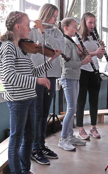 Die jungen Musikerinnen (v.l.) Anastas...eonie Wehinger erhielten viel Beifall.  | Foto: Gertrud Rittner
