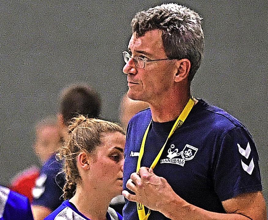 <BZ-FotoAnlauf>Landesliga:</BZ-FotoAnl...stungssteigerung seiner Spielerinnen.     Foto: Patrick Seeger