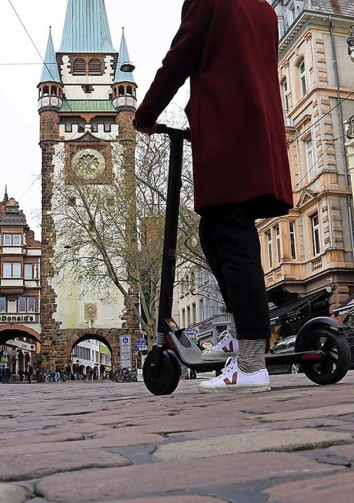 Die Verleiher von E-Scootern drängen nicht nach Freiburg.  | Foto: Felix Klingel