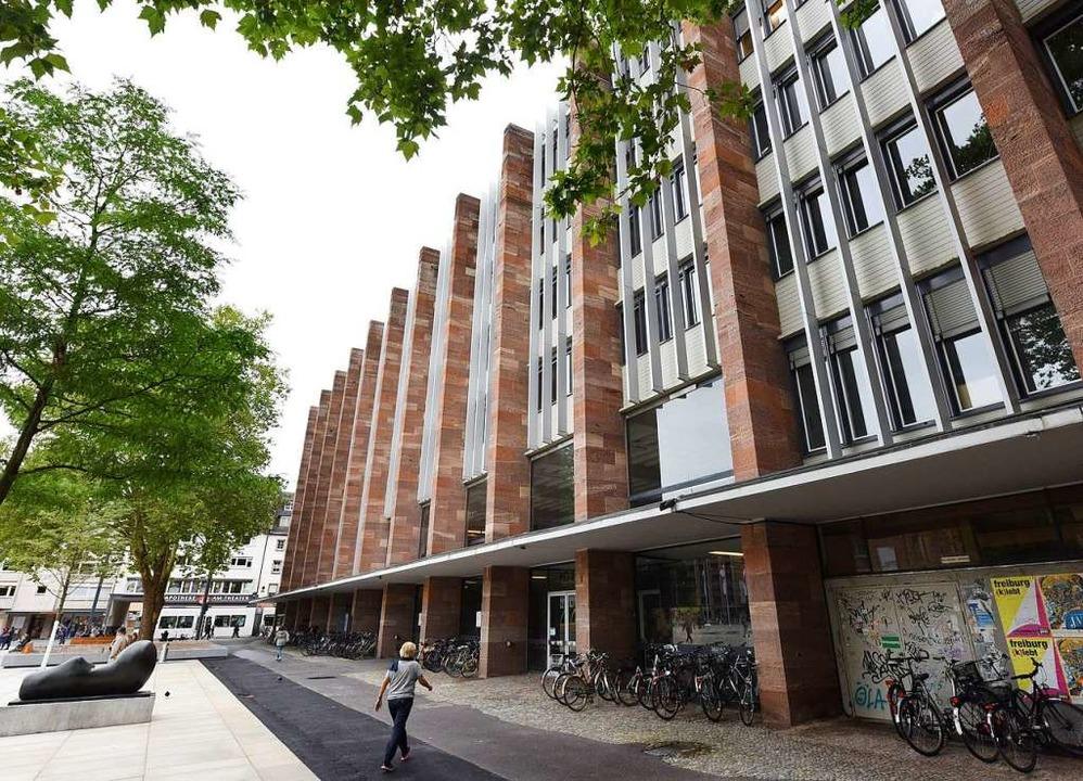 Steht jetzt zur Sanierung an: das Kollegiengebäude II der Universität Freiburg.  | Foto: Rita Eggstein