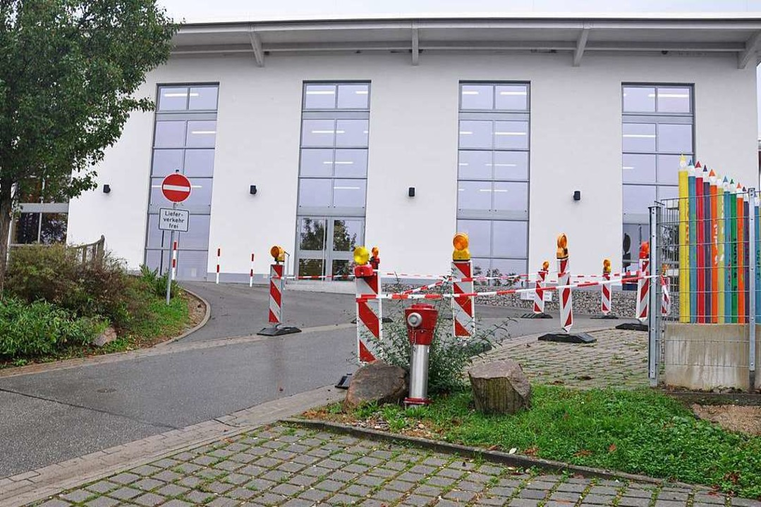 Die simulierte Baustellenabriegelung z.... Er dient der Sicherheit der Kinder.   | Foto: Jutta Schütz